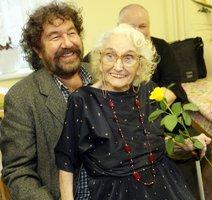 Babka z Kameňáku zemřela u svého filmu! 15 minut po titulcích