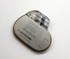 Podvodník si nechal voperovat kardiostimulátor na cizí jméno, policie ho dopadla