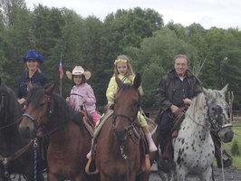 Pětasedmdesátník Gott je na koni! A vyvezl celou rodinu!