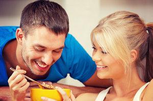 Kila navíc? Šťastně zadaní lidé tloustnou více než ostatní!