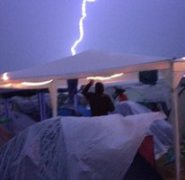 Rockový festival rozmetala silné bouře: Minimálně 30 lidí zranila