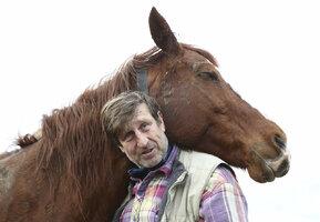 Václav Vydra: Je krásné lehnout si na louku a poslouchat koně, jak chroupou