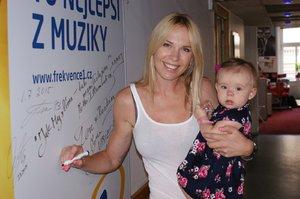 Kobzanová je zpátky v Česku: Ukázala rozkošnou dceru Ellu (8 měsíců)