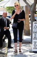 Nestárnoucí Sharon Stone vypadá perfektně i v obyčejných legínách!
