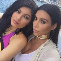 Nejmladší z klanu Kardashianových šlape Kim na paty