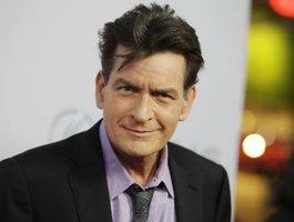 Herec Charlie Sheen je HIV pozitivní, tvrdí americký časopis