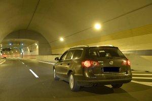 Bouračka v Bubenečském tunelu ve směru do Troji: Srazila se tu 4 vozidla