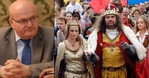 Karel IV. zakusil radikální škrty. Oslavy Otce vlasti budou jen za 70 milionů