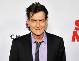 HIV pozitivní Charlie Sheen orálně ukájel muže! A pokuřoval u toho crack