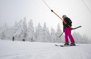 Lyžování v Peci a na Černé hoře zdraží o 100 Kč na 850 Kč za den, ve Špindlu se ceny nemění
