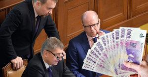 Politika 2017: Triumf Babiše, boj Sobotky a víc peněz pro Zemana a spol.