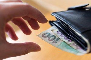 Ředitel okrádal školáky o peníze na výlety. Předtím se zadlužil u učitelek