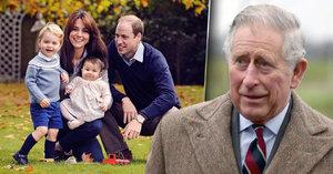 Princ George a princezna Charlotte jsou zahlceni dárky: Princ Charles od fanoušků dostal vílí prach