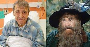 Nová léčba pro Krakonoše Peterku! Poslanec mu přivezl léčivé ostatky svaté Zdislavy!