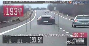 Porsche se řítilo rychlostí 193 km/h: Policisty překvapilo, kdo ho řídil