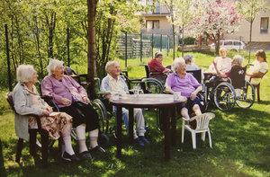 Každý devátý domov pro seniory v Česku je nelegální. Zákon to má změnit