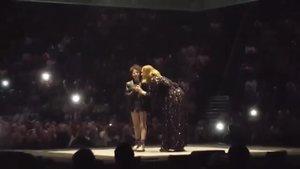 Adele splnila sen autistické dívce: Zazpívala si s ní na pódiu