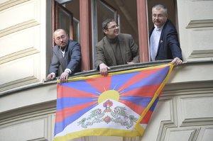 Desítky pražských radnic vyvěsí tibetskou vlajku. Magistrát se nepřipojí