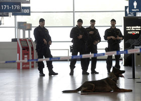 Česká letiště bude střežit navíc 200 policistů, dohodla se vláda