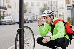 Cyklistům začala sezona i hra nervů. Jak se ubráníte zlodějům kol?