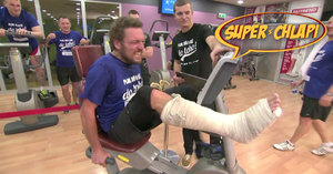 Emil z nové reality show Superchlapi: Běhá se sádrou na noze