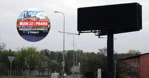 Billboardy na Radlické každé ráno »zčernají«. Pomůže to bezpečnosti školáků na přechodech