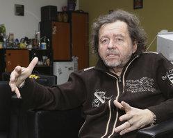 Šlágr TV hrozí konec! Majitel Peterka žádá své věrné o pomoc