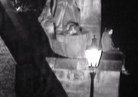 Sebevrah na Karlově mostě: Chtěl skočit do vody, skončil na psychiatrii