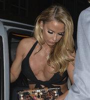"""Modelka Katie Price vystavila na odiv své zjizvené """"melouny""""."""