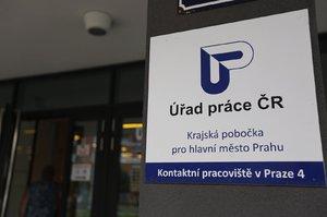 Hrozí nezaměstnaným v případě nemoci sebrání podpory? Nový formulář vyvolal zmatky