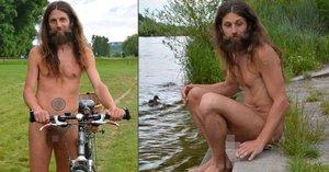 Naháč Míra Ahimsa chce svléknout Prahu: Přípravy na nahou cyklojízdu vrcholí