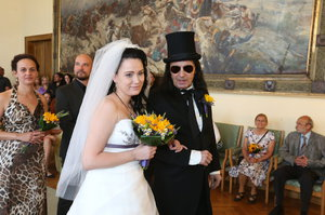 Rocker Aleš Brichta si vzal o 23 let mladší Polku! Trapas po svatebním polibku!