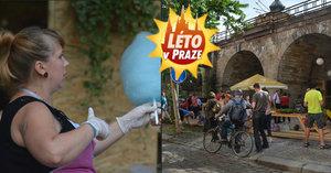 Plážový volejbal, badminton, drink nebo cukrová vata: Léto pod viaduktem v Karlíně začalo