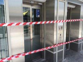 Nové výtahy v metru za stamiliony: Rozbil je vítr i déšť, dalšímu nefungovaly dveře