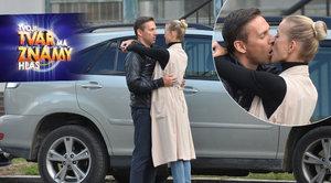 Novou hvězdu Tváře Romana Vojtka na plac doprovázela přítelkyně: Vášnivý polibek pro štěstí!