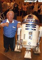 Sbohem, R2-D2: Zemřel Kenny Baker, představitel robota z Hvězdných válek