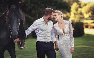 PRVNÍ FOTO: Exkluzivně ze svatby Hany Mašlíkové - Reinders! Ženich, kůň a lev!