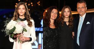 Dcera (15) Tvrdíka vyhrála soutěž krásy: Škola, svatba, rodina! Rozhodl tvrdě exministr