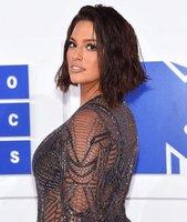 Celebrity na síti: Nový sestřih Ashley Graham a triumfální Beyoncé!