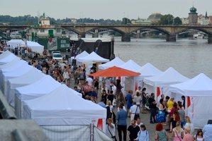 Na náplavku v Praze 2 se vrátily oblíbené trhy: Letos už poosmé
