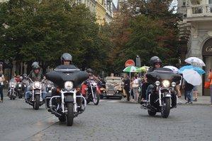 Motorkář ze srazu Harleyářů v Praze zranil chlapce (15). Ten skončil v nemocnici