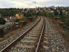 Tendr na trať mezi Hostivaří a Hlavním nádražím ÚOHS zrušil: Začátek stavby je v nedohlednu