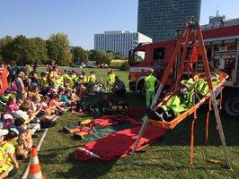 Policie, hasiči, záchranáři: Co se dělo v parku na Pankráci?