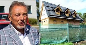 Gott a jeho sídlo na severu Čech: Komplikace se stavbou roubenky!