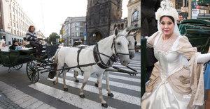 Premiéra muzikálu Alenka v kraji zázraků: Královna Dáda Patrasová v kočáru a s korunou na hlavě!
