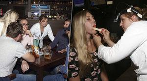"""Nemáte rakovinu?"" Sexy doktorky vyrazily do hospod, hosty testovaly u piva"
