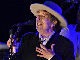 Bob Dylan konečně převzal Nobelovu cenu. Nikdo to ale nesměl vidět