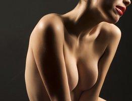 Jak na strie na prsou? 7+1 otázek a odpovědí