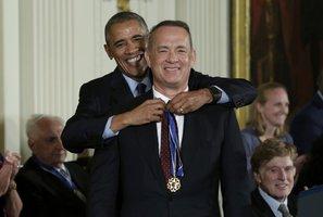 Gates, De Niro i Tom Hanks dostali medaile svobody. Obama je rozdal naposledy