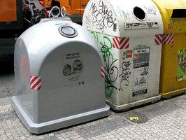 """Stříbrná """"popelnice"""" v Toulcově dvoře: Patří do ní hliník a kovový odpad"""